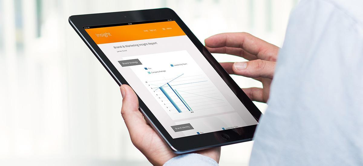 User interactiing with Insight on a tablet device
